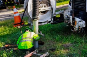 How To Find The Best Plumber For Septic Tank Repair And Installation. Pumping out sewage frmo the tank by professional