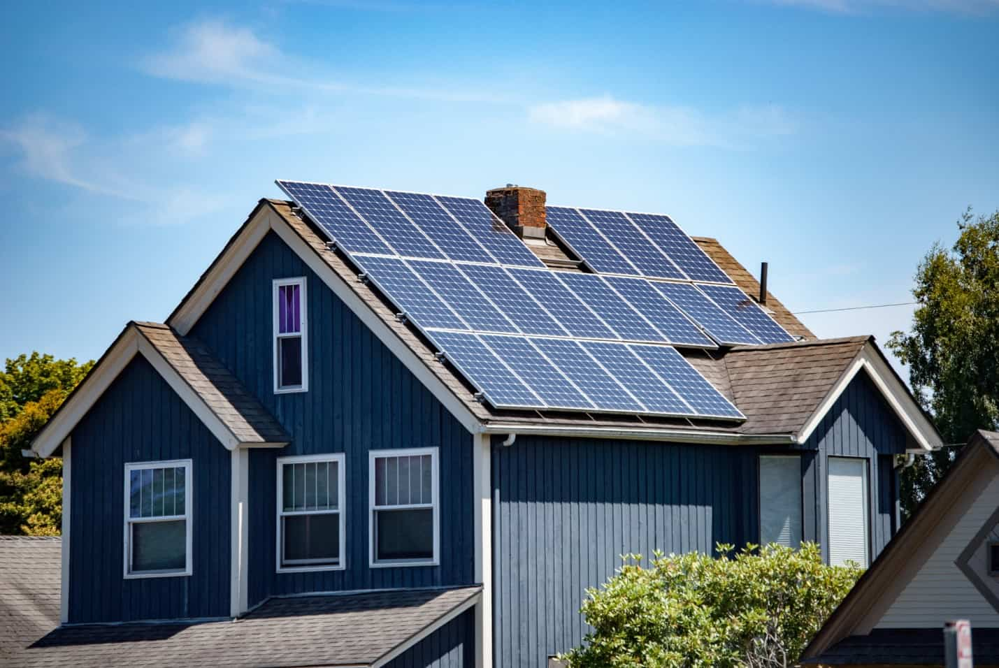 5 Errors with Solar Installations and How to Avoid Them. Blue sided house with solar panels on the roof