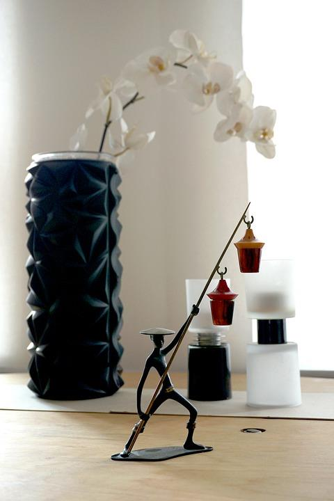 7 Ways To Give Your Home A Warm And Comfy Atmosphere. Black texture candle for table decoration
