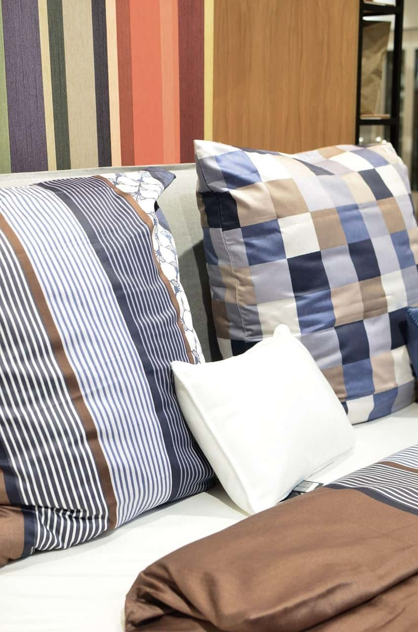 How To Choose A Perfect Bedding: Useful Tips. Large pillow sheets in different colors and checkered one of them