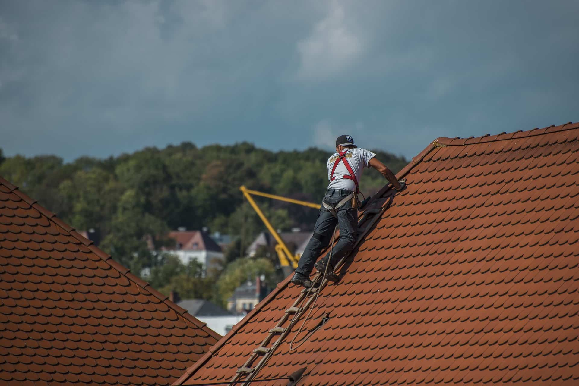 Household Jobs You Should Leave to a Professionalю Changing the roof by pros