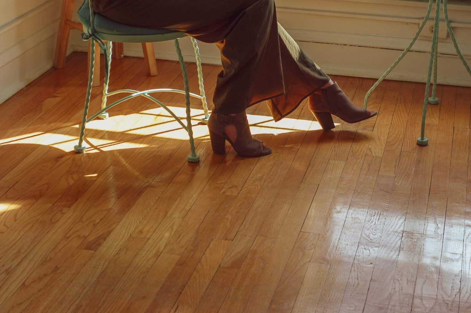 Home Interior Design Tips: How To Take Care Of Your Floor. Laminated floor
