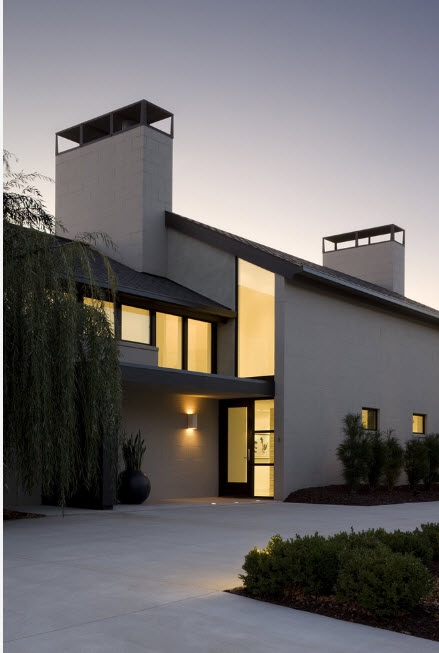 Sweeping but strict lines in the design of modern high-tech design of the large house
