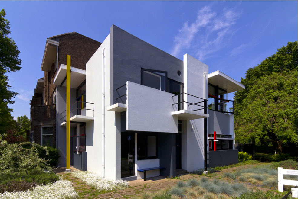 High-tech Style Houses: Fresh Ideas for Individual Projects. White and gray color combination for exterior