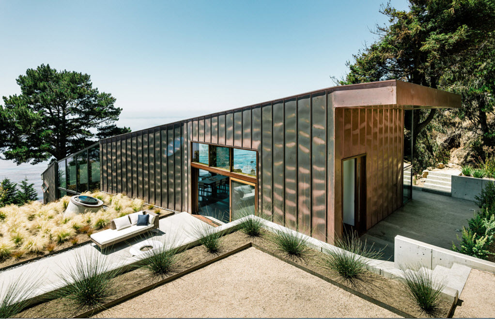 Metal siding for sunny lit house at the cliff with small patio for chattign and sunbathing
