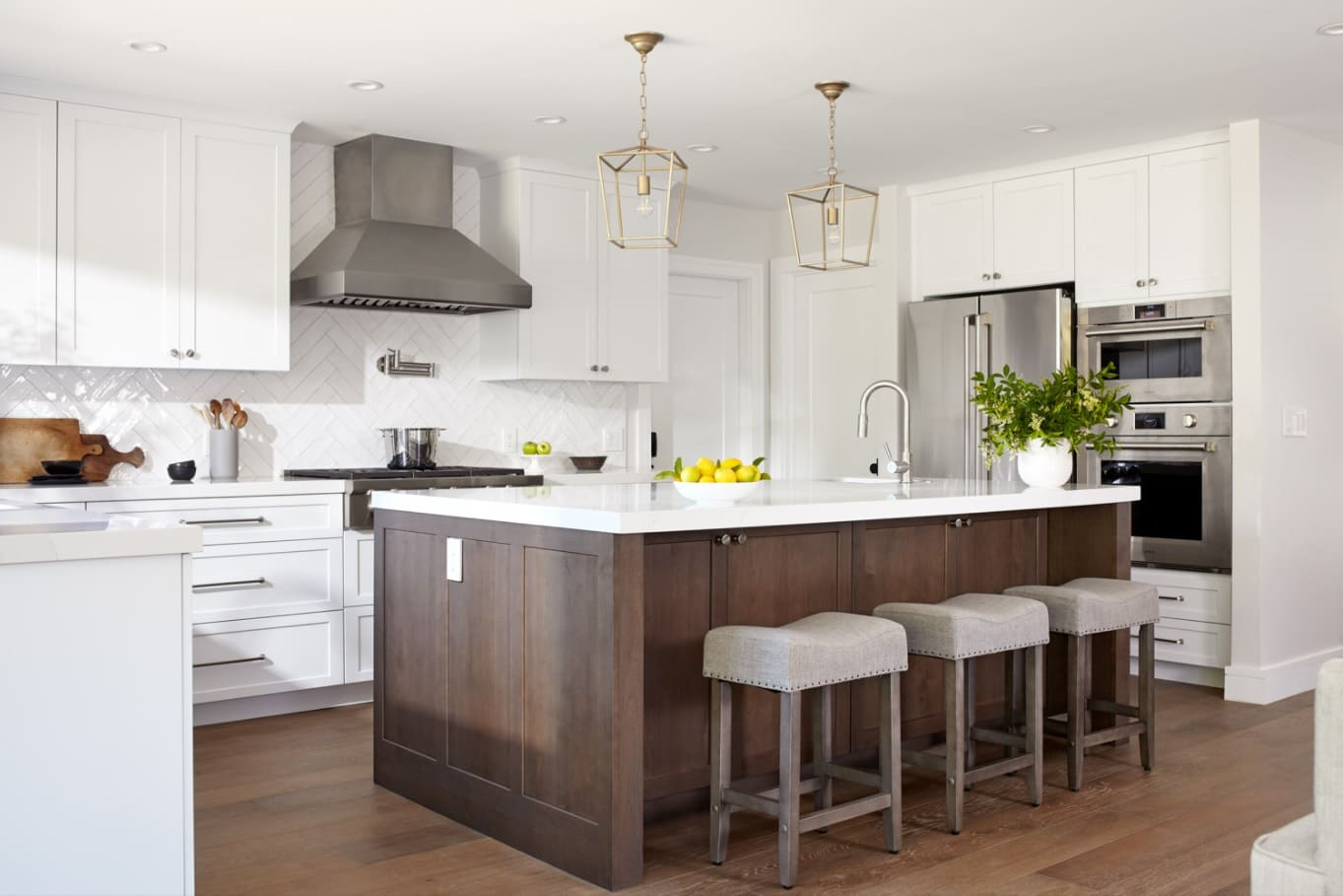 Best Tips for Choosing the Right Kitchen Remodeling Contractor. Dark hardwood sides of the furniture set in Chalet and Rustic styled kitchen