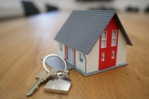 When Is The Right Time To Sell Your Property: Very Important Tips. Small house stylization with the key